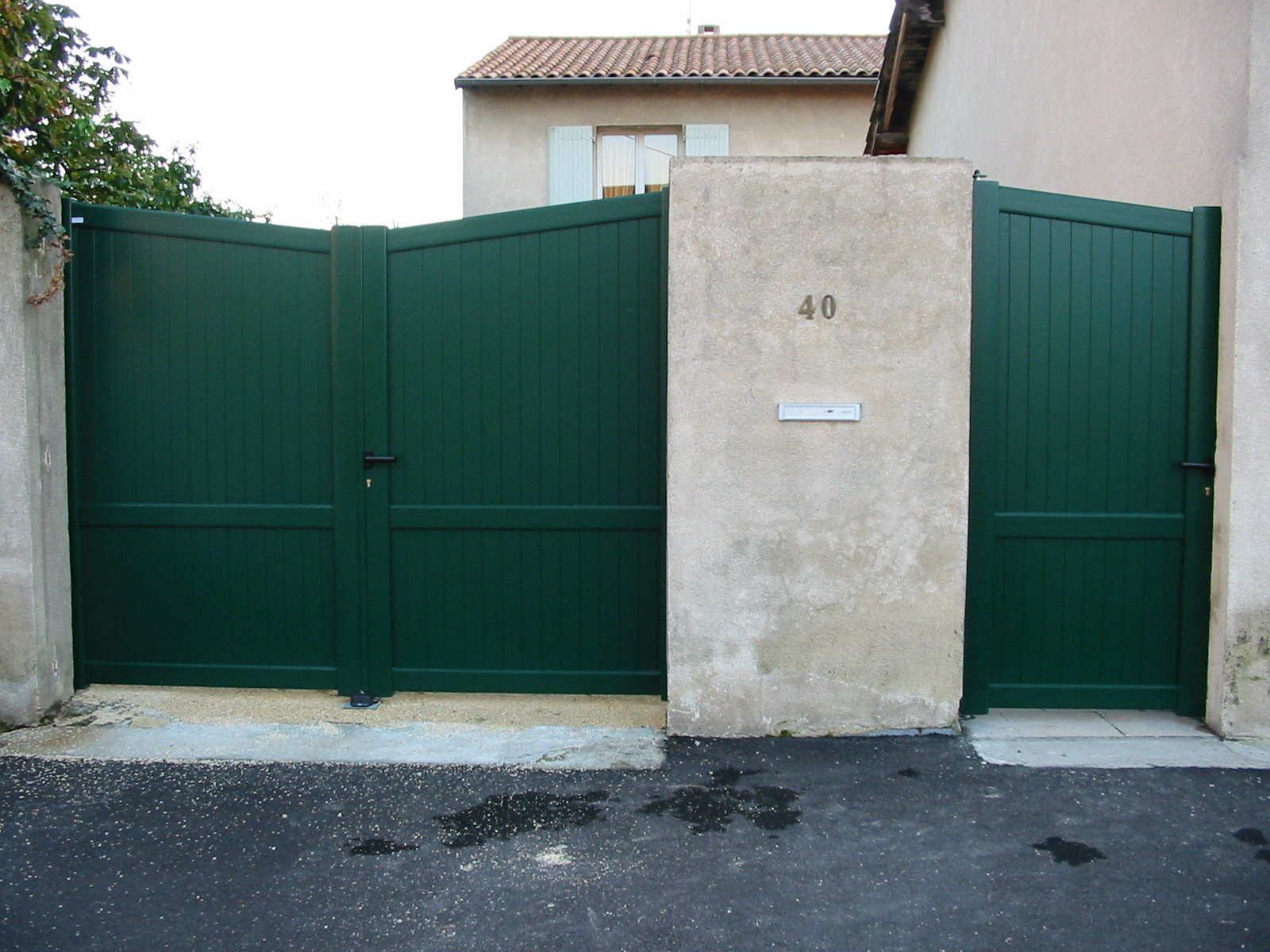 Portail et portillon en aluminium de chez KSM