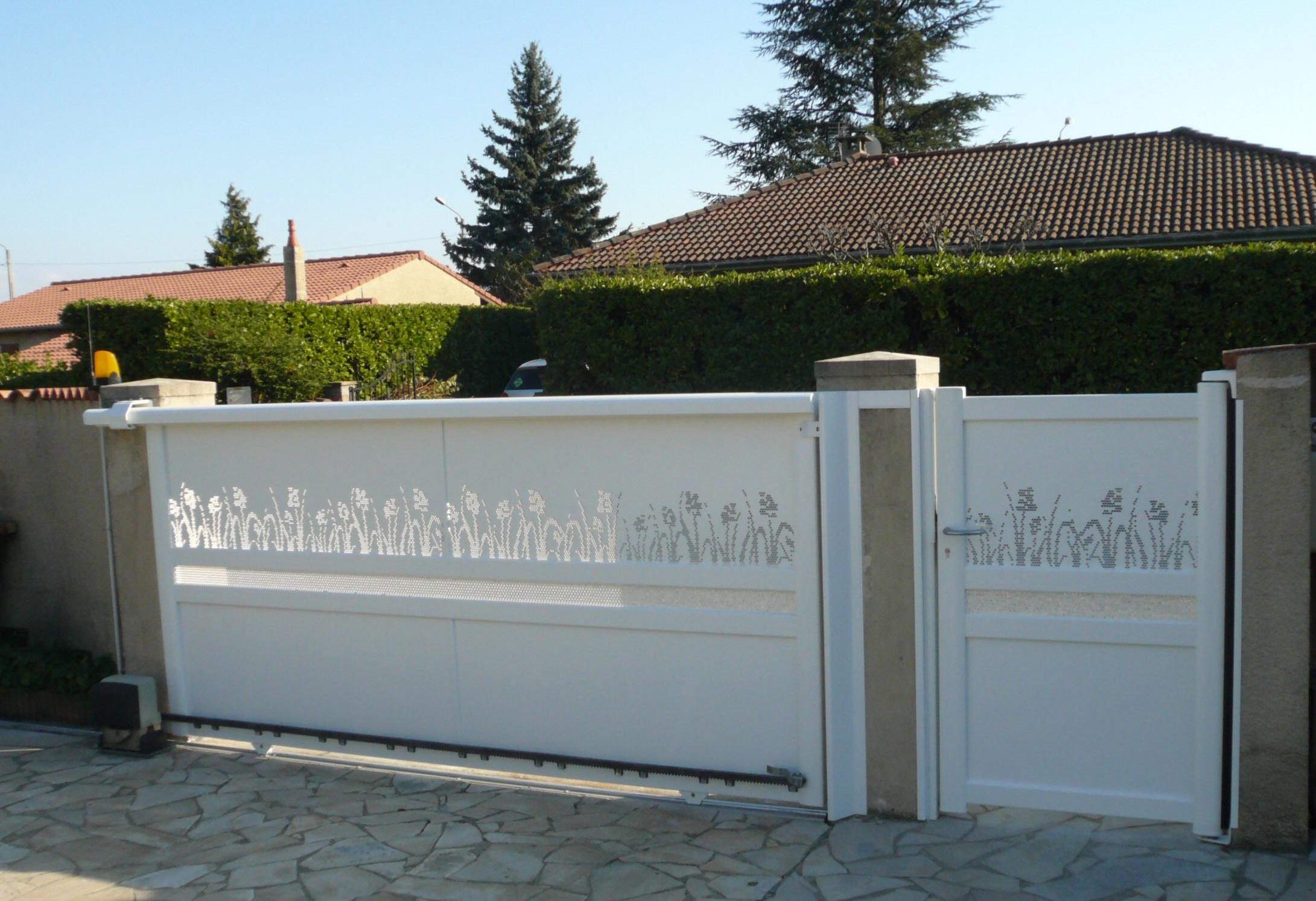 Portail et portillon en aluminium de chez KSM, vue intérieure