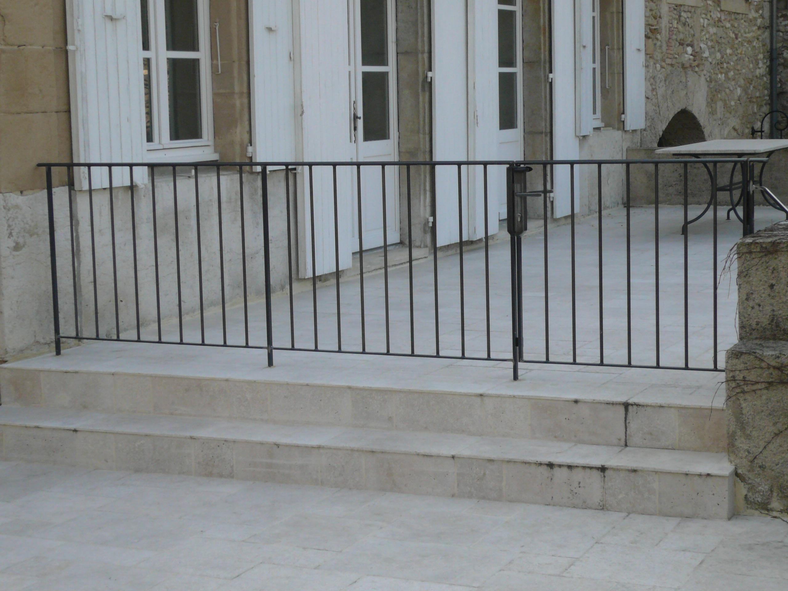 Barrière avec portillon sécurité piscine
