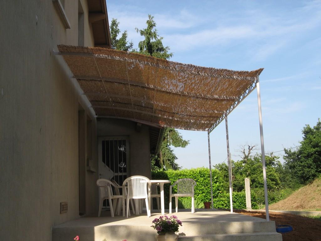 Pergola en façade sur terrasse