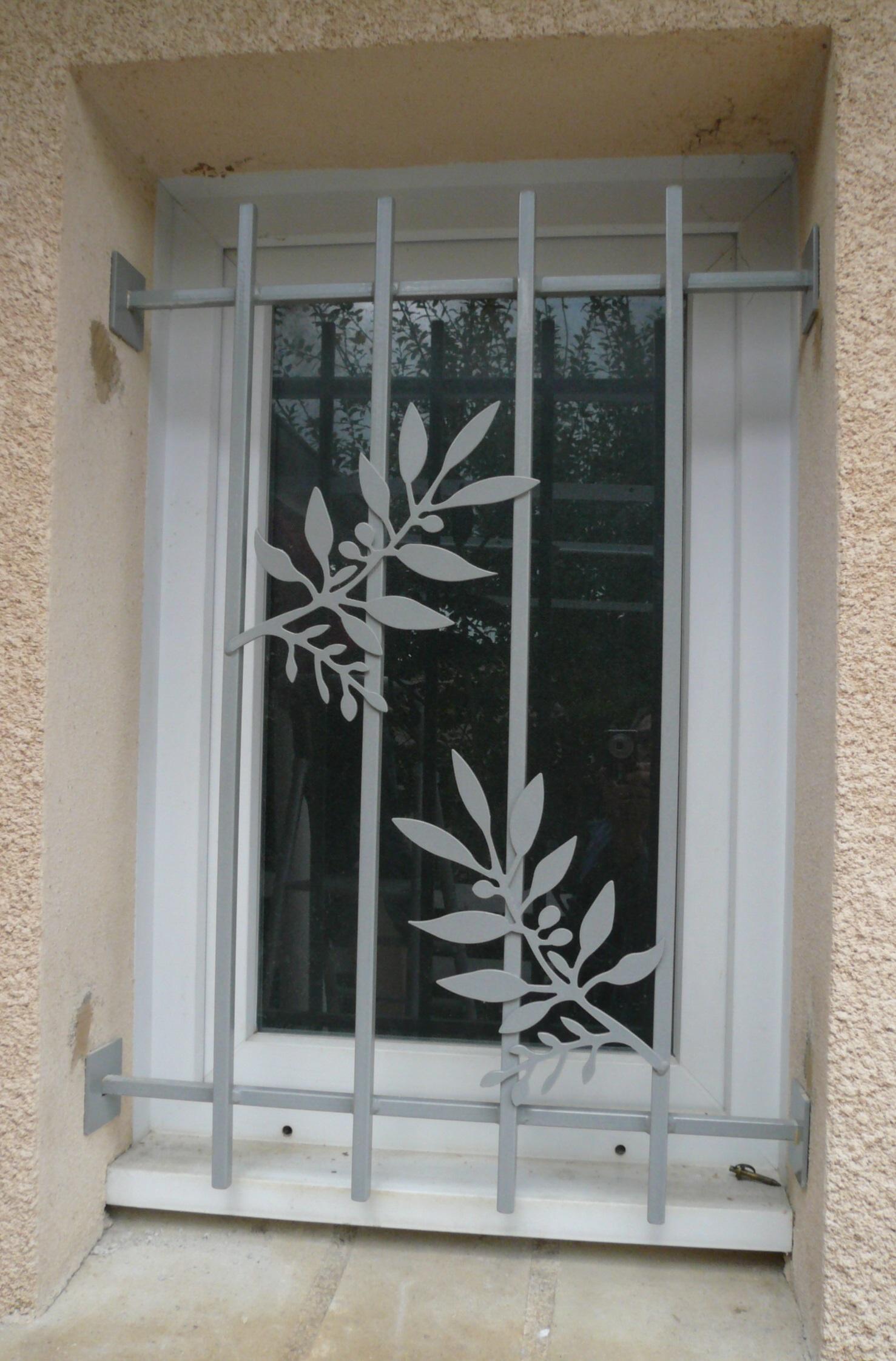 Défense de fenêtre, motif feuille d'olivier